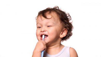 Photo of مسواک کردن دندانهای کودک