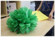 Photo of گل های کاغذی بزرگ برای تزیین جشنها