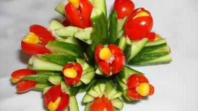 Photo of تزیین خیار و گوجه به شکل دسته گل لاله