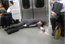 Photo of خواب کارمندان ژاپنی در مکان های عمومی !