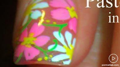 Photo of طراحی گلهای رنگی روی ناخن