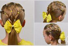 Photo of بافت موی دخترونه با کش ها رنگی و پاپیون زرد رنگ