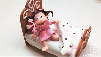 Photo of مجسمه خانم کوچولو نشسته بر تخت
