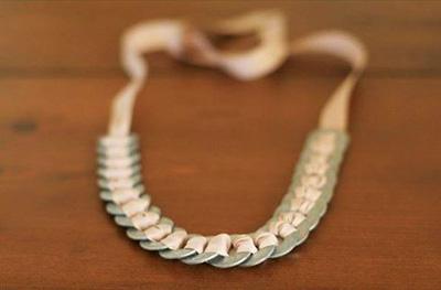 گردنبند با روبان و حلقه های فلزی